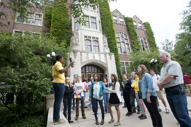 Families on a college tour